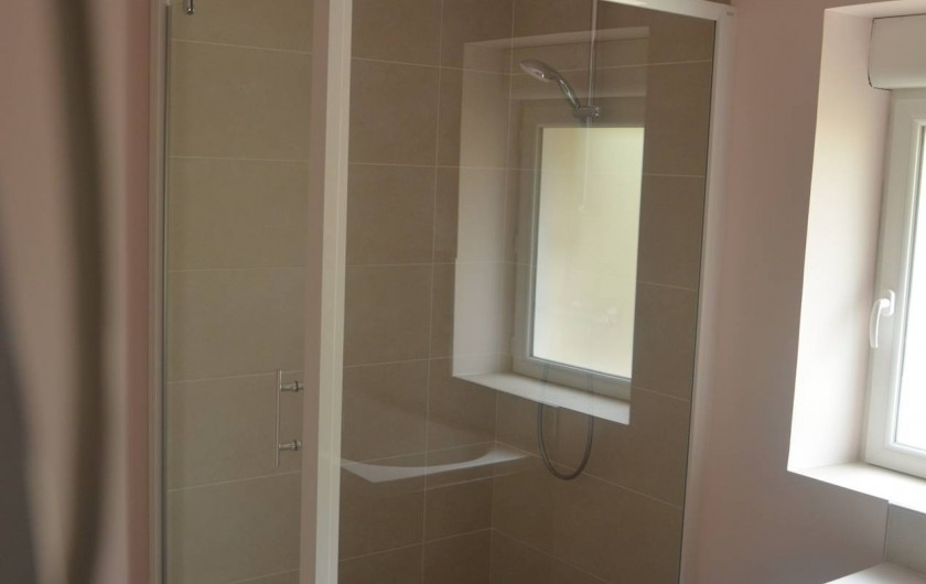 Location de vacances - Gîte à Saint-Romain-sur-Cher - la douche est spacieuse