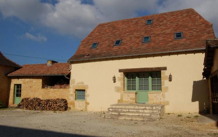 Location de vacances - Gîte à Saint-Médard-d'Excideuil - Entrée gîte Les Figuiers coté cours