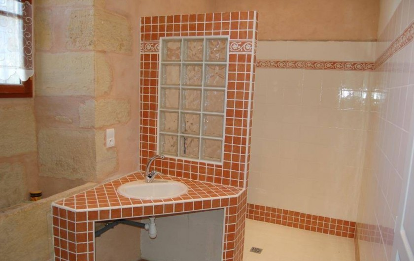 Location de vacances - Gîte à Saint-Médard-d'Excideuil - Salle d'eau Chambre 1