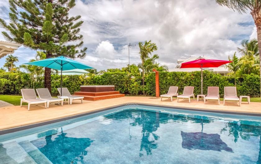 Location de vacances - Hôtel - Auberge à Saint-François - La piscine et le jacuzzi communs