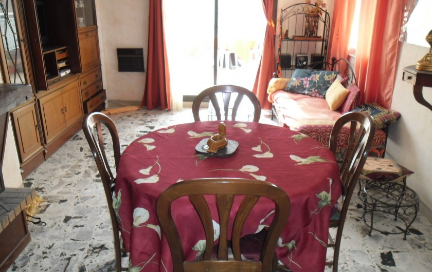 Location de vacances - Appartement à Six-Fours-les-Plages - salle à manger qui donne sur la terrasse  70m2
