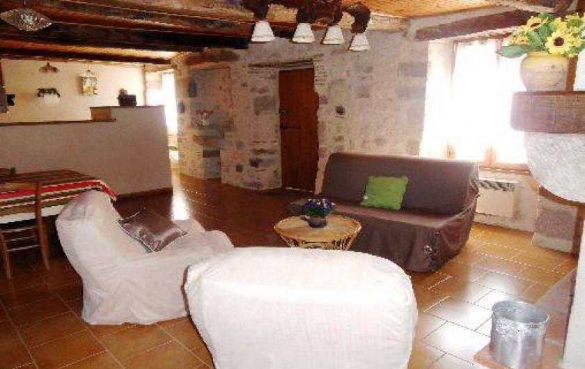Location de vacances - Gîte à Cordes-sur-Ciel - La pièce de vie côté bar