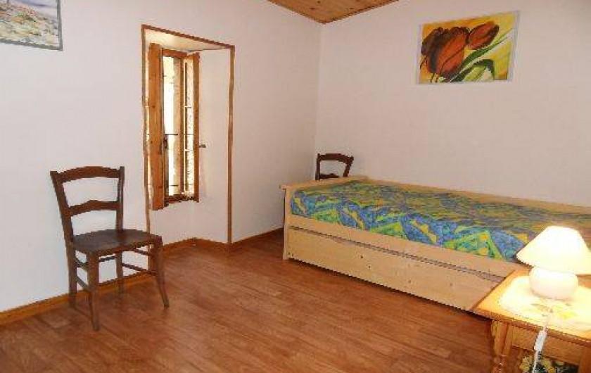 Location de vacances - Gîte à Cordes-sur-Ciel - La chambre 2 et ses lits gigognes