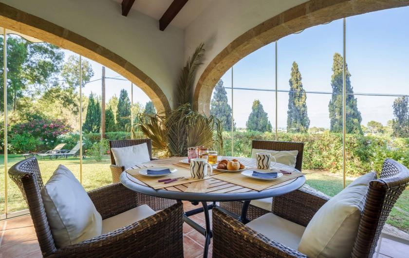 Location de vacances - Villa à Xàbia - COIN REPAS POUR 4 PERSONNES EN ALIGNEMENT DE LA SALLE A MANGER
