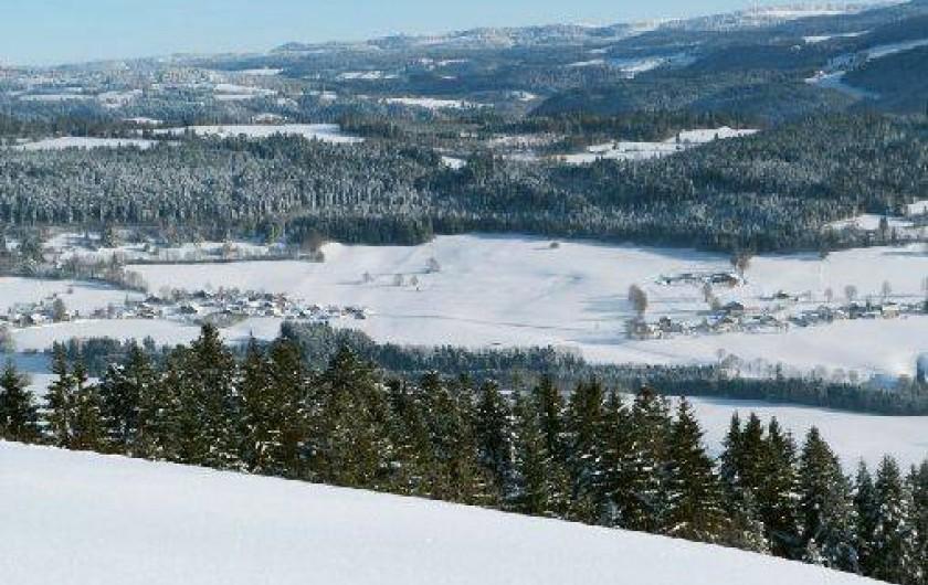 Location de vacances - Gîte à Les Fins - Vue depuis le Mont Vouillot en hiver