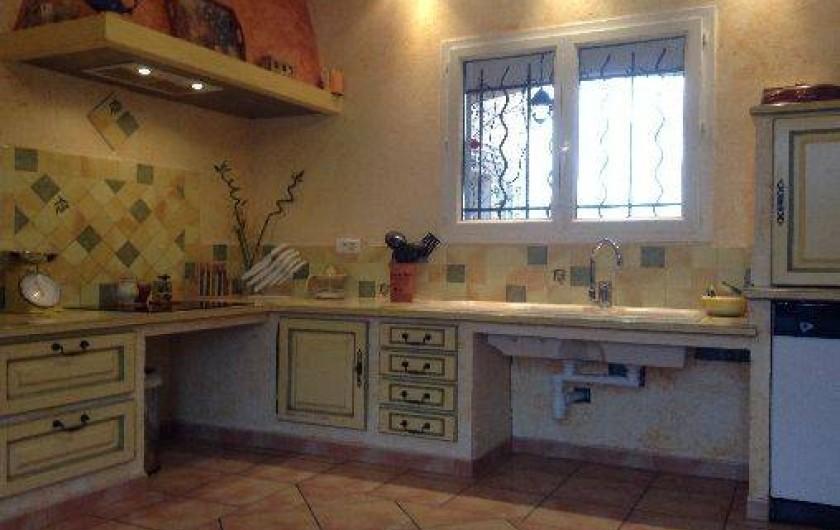 Location de vacances - Villa à Violes - Cuisine toute équipée, style provençal