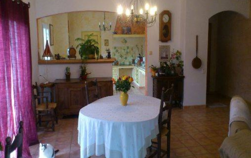Location de vacances - Villa à Violes - Séjour / cuisine