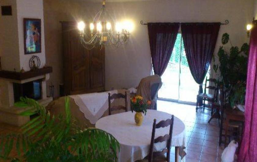Location de vacances - Villa à Violes - Séjour-salle à manger