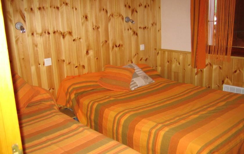 Location de vacances - Appartement à Guillestre - Chambre 3 couchages avec placard