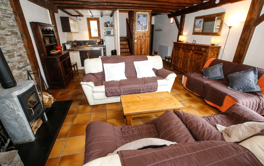 Location de vacances - Appartement à Le Monêtier-les-Bains - Pièce de vie avec la salle à manger et le coin cuisine
