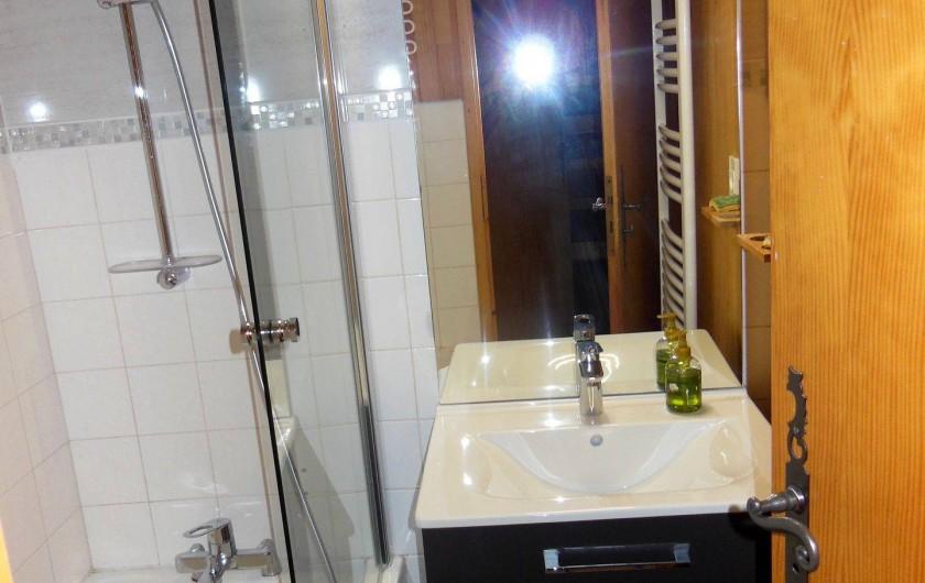 Location de vacances - Appartement à Champagny-en-Vanoise - Salle de bain.