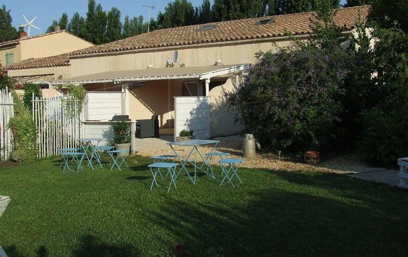 Location de vacances - Appartement à La Cadière-d'Azur - le jardin pour prendre sont petit dejeuner dans l'intimite