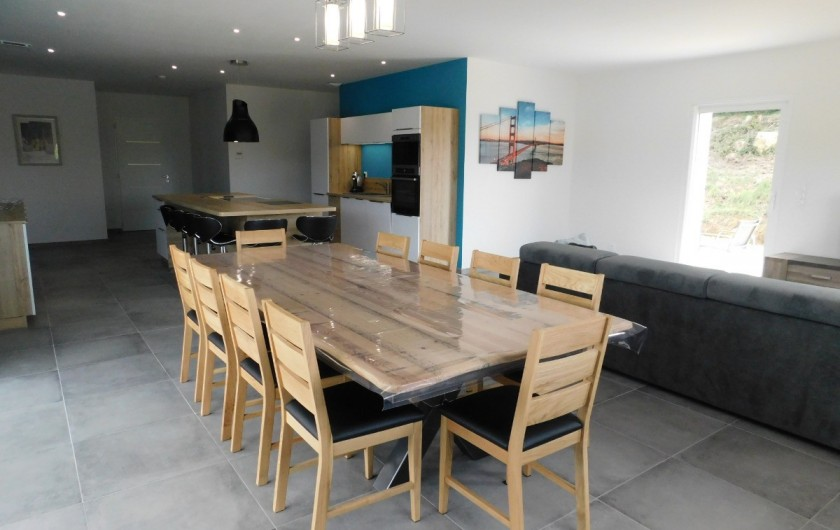 Location de vacances - Villa à Saint-Sauveur-de-Cruzières - Table à manger en bois