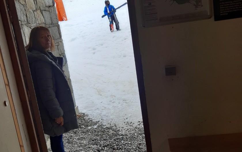 Location de vacances - Appartement à Les Orres - sortie par les  casiers a ski directe aux pistes