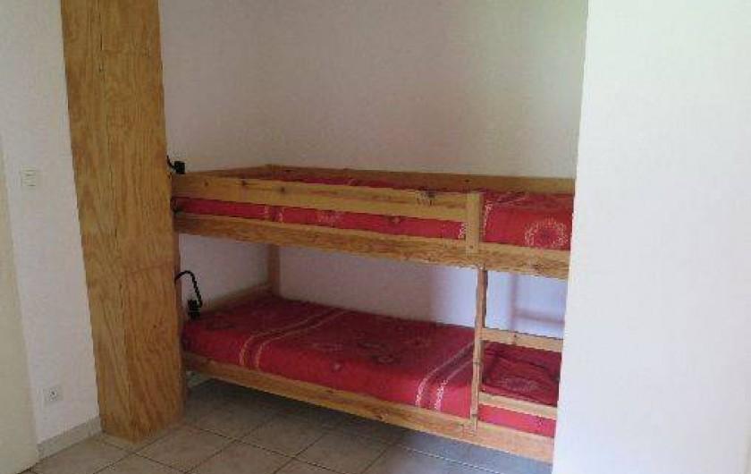 Location de vacances - Appartement à Gérardmer - Entrée avec lits superposés