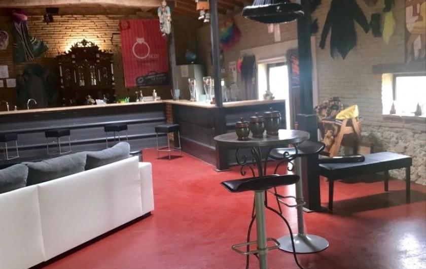 Location de vacances - Gîte à Vendine - Grand salon de 130 m2 avec son bar de 11 m