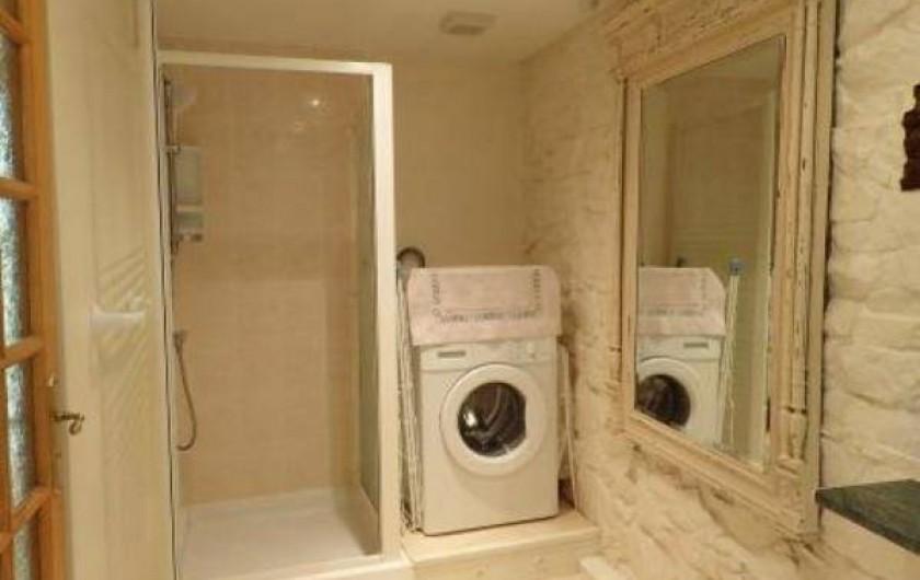 Location de vacances - Gîte à Saint-Jean-du-Doigt - douche et lave linge
