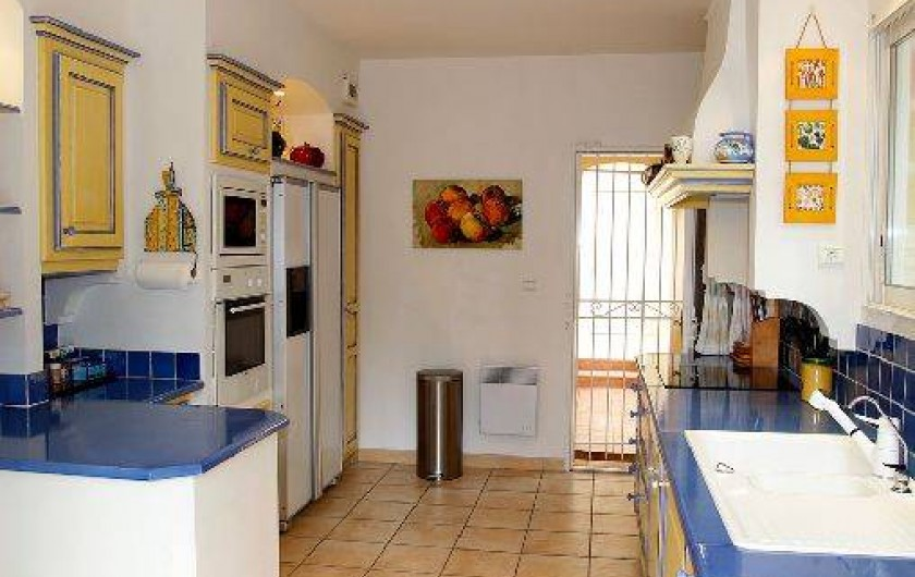 Location de vacances - Villa à Valbonne - Cuisine aux couleurs de Provence