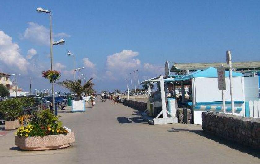 Location de vacances - Maison - Villa à Port-la-Nouvelle - grande promenade le long de la plage