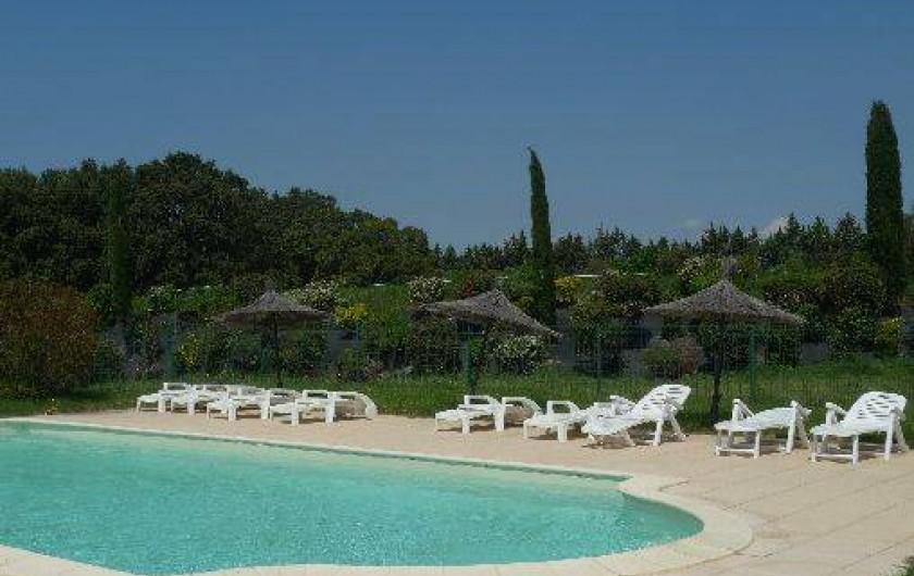 Location de vacances - Mas à Clansayes - piscine commune