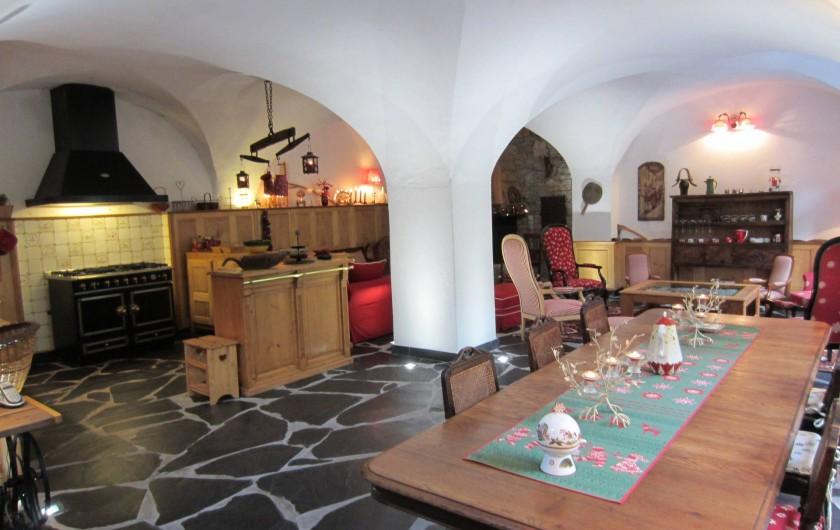 Location de vacances - Chalet à Oz - salle voûtée espace repas