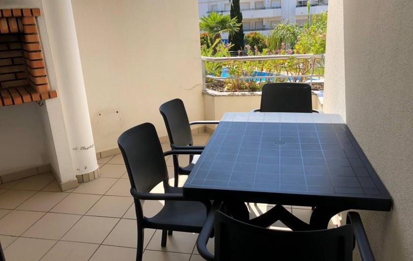 Location de vacances - Appartement à Olhos de Água - Terrasse avec barbecue avec vue piscine