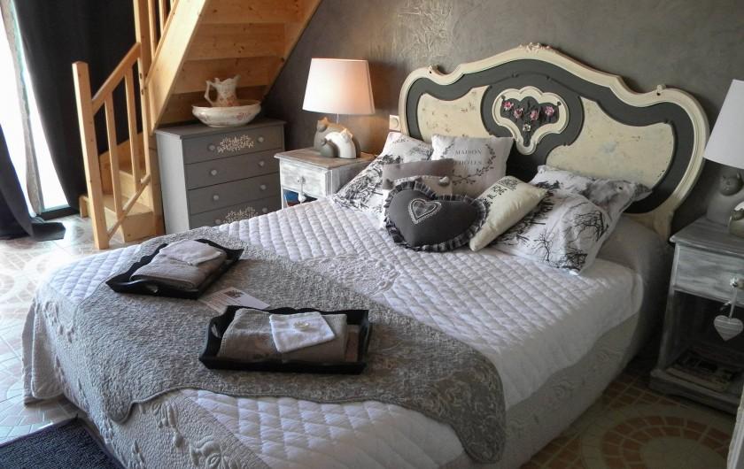 Location de vacances - Chambre d'hôtes à Castelnau-de-Montmiral - chambre tadelac  spacieuse 2 à 5 pers avec mezzanine  3 lits adultes
