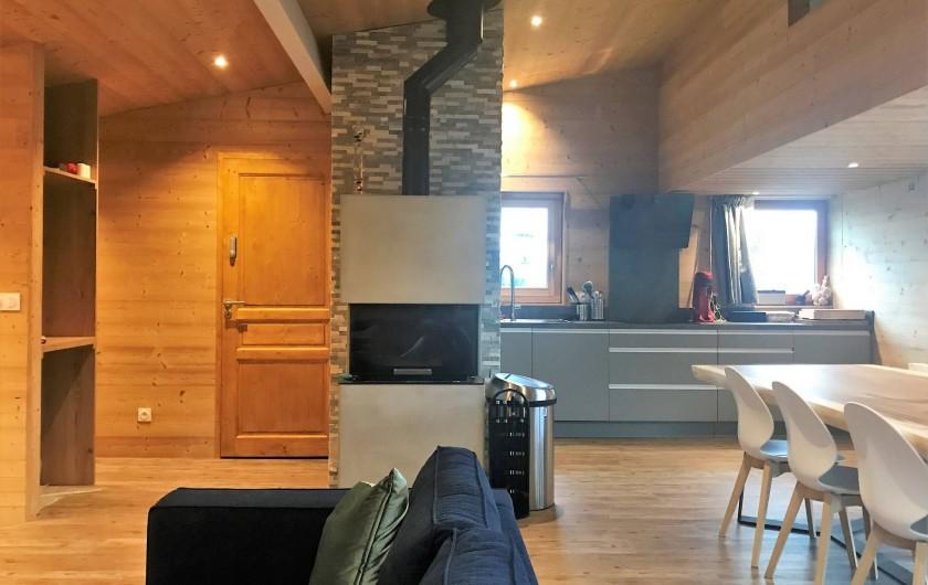 Location de vacances - Chalet à Les Avanchers-Valmorel - cheminée, bois à disposition