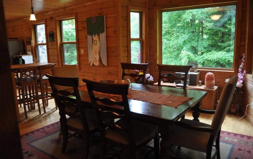 Location de vacances - Chalet à Val-David - Salle à manger - fenêtre panoramique