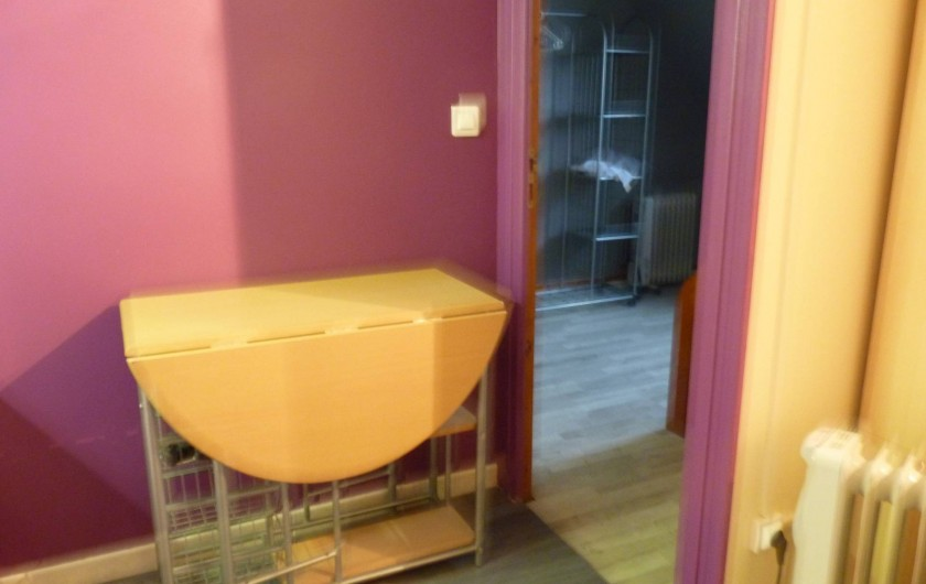 Location de vacances - Appartement à Fort-Mahon-Plage - Partie de la kitchenette avec porte vue chambre