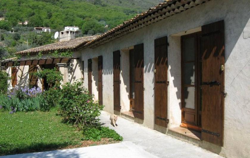 Location de vacances - Appartement à Gattières - Vue jardin et montagne