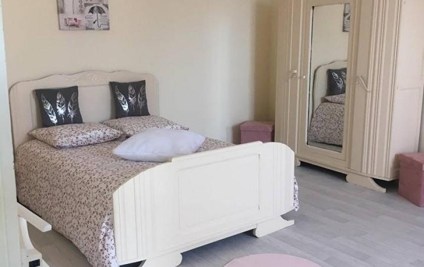 Location de vacances - Gîte à Angé - Chambre numéro 3  composée d'un lit double et d'un lit simple