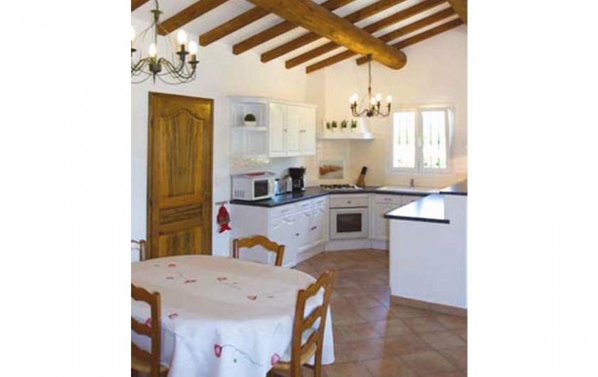 Location de vacances - Villa à Mormoiron - Cuisine ouverte sur le séjour