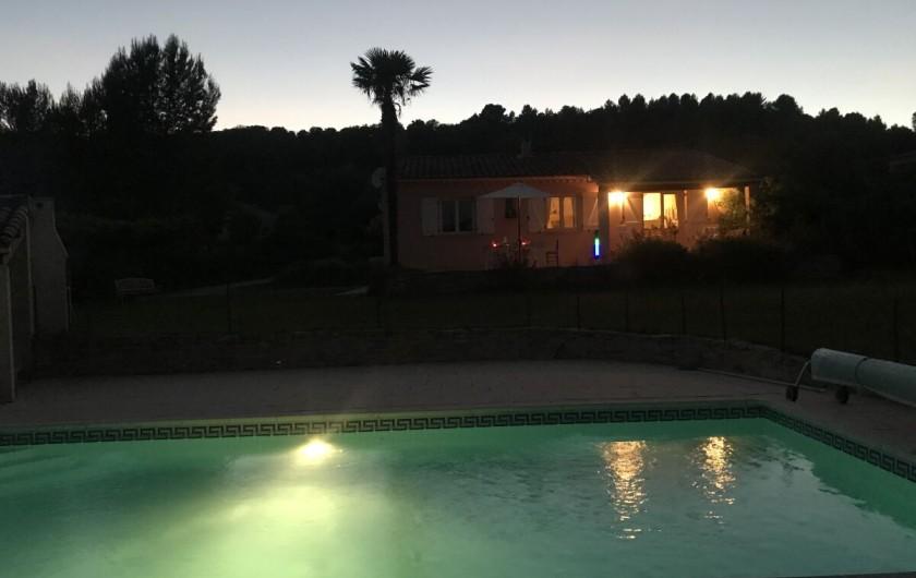 Location de vacances - Villa à Mormoiron - Piscine éclairée