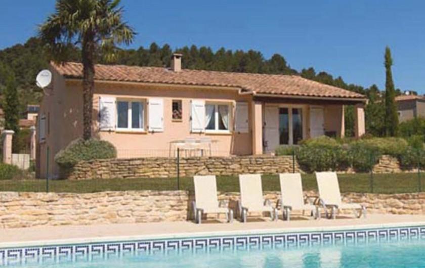 Location de vacances - Villa à Mormoiron - Les abords de la piscine