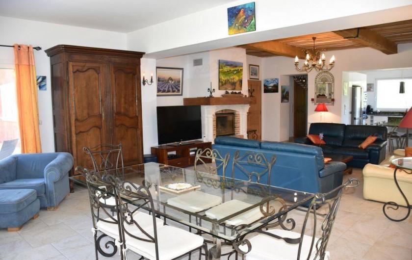 Location de vacances - Villa à Bargemon - Salon/Salle à manger/Cuisine américaine, 75 m².