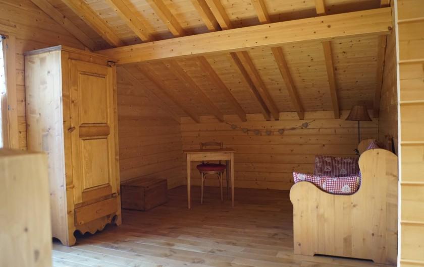 Location de vacances - Chalet à Basse-sur-le-Rupt - Mezzanine avec banquette 3 places
