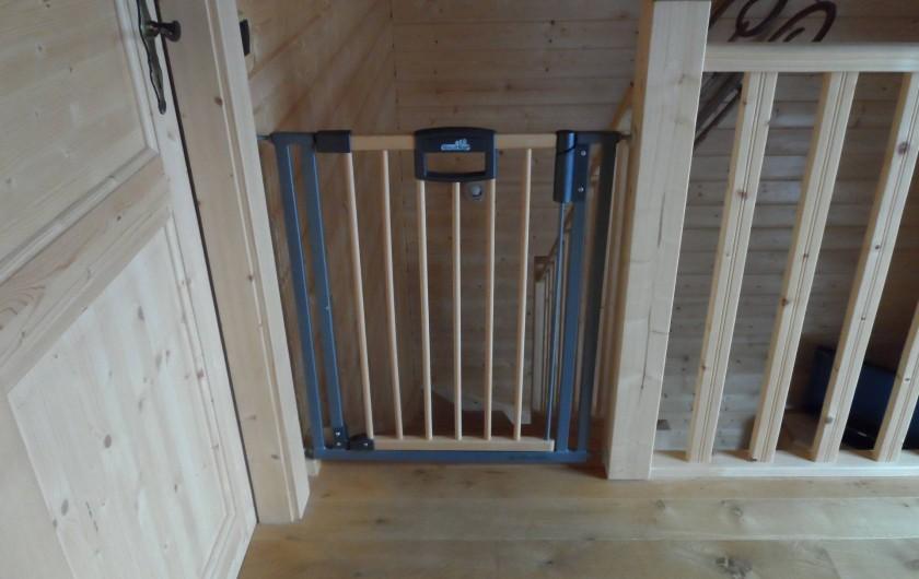Location de vacances - Chalet à Basse-sur-le-Rupt - Barrière homologuée de sécurité enfant pour escalier