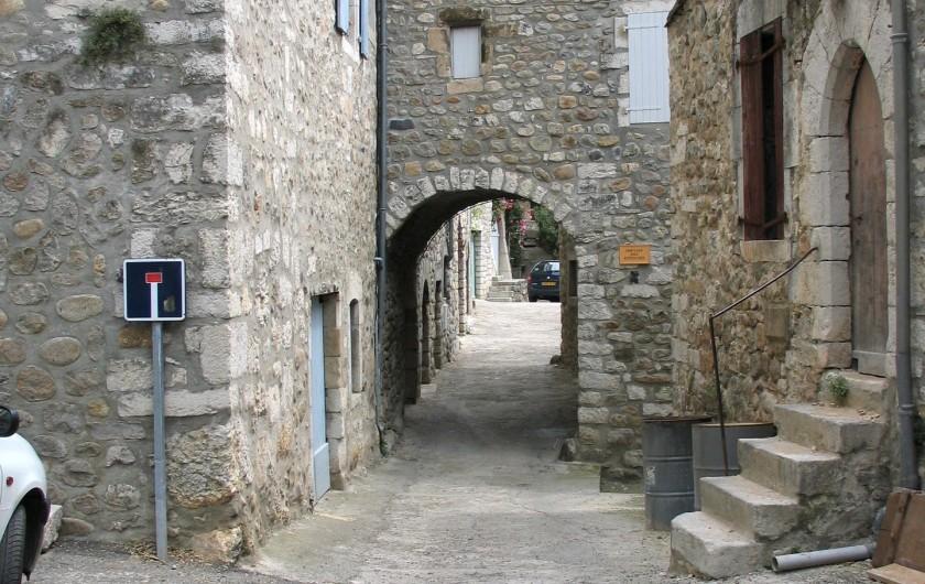 Location de vacances - Gîte à Vogüé - Rue du village