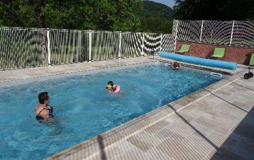 Location de vacances - Gîte à Villecomtal - la piscine