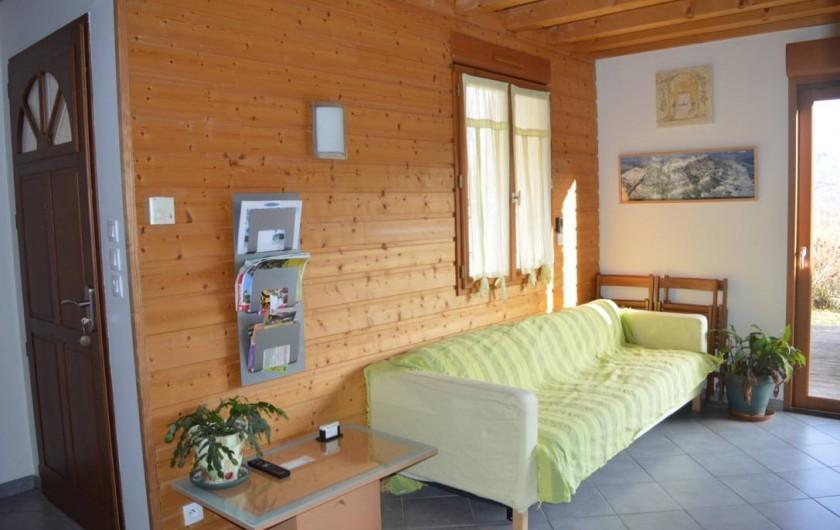 Location de vacances - Chalet à Saint-Hilaire - Pièce principale coin salon