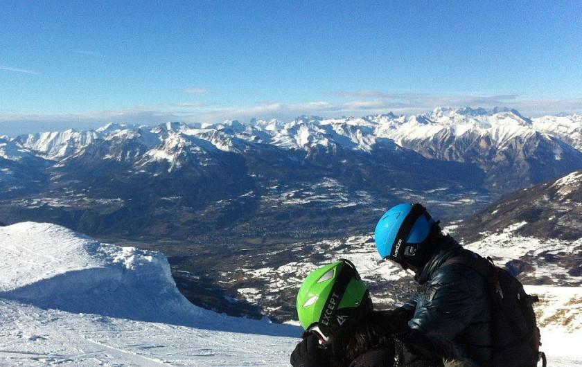 Location de vacances - Villa à Embrun - La vue est magnifique sous le soleil, en haut d'une des pistes des Orres