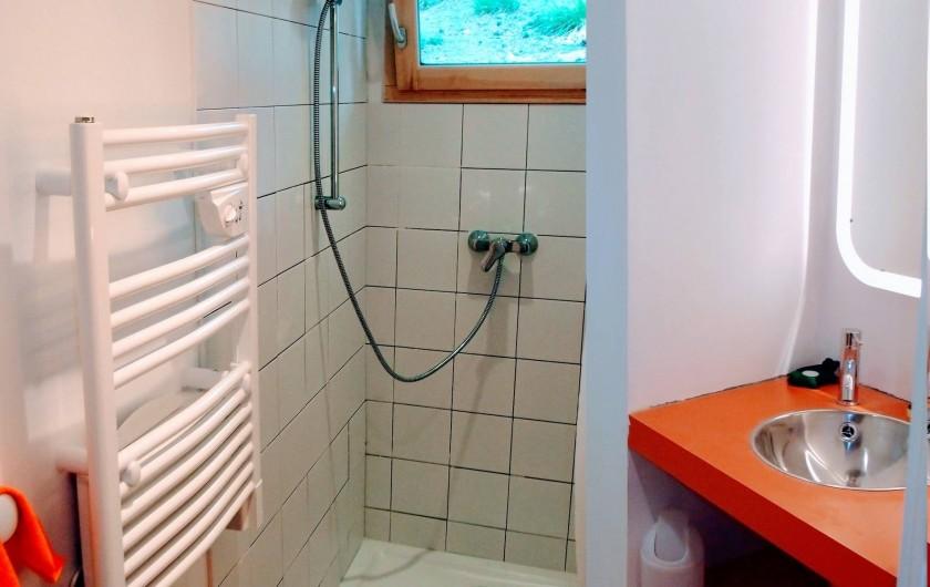 Location de vacances - Villa à Embrun - 2ème salle d'eau au niveau bas, avec douche et lavabo