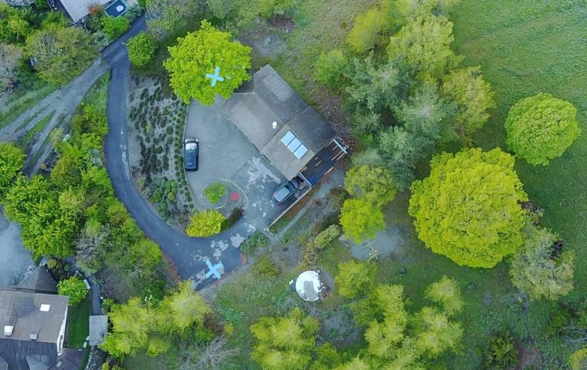 Location de vacances - Villa à Embrun - Depuis le drone d'un locataire: environnement tranquille, et multiples parkings