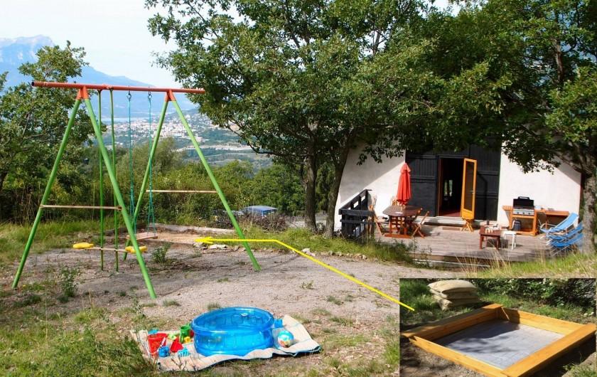 Location de vacances - Villa à Embrun - Coin de jeux pour les enfants, 20m au dessus de la terrasse.