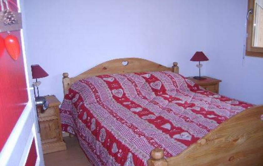 """Location de vacances - Appartement à Gérardmer - Chambre """"Coeurs"""" lit double"""