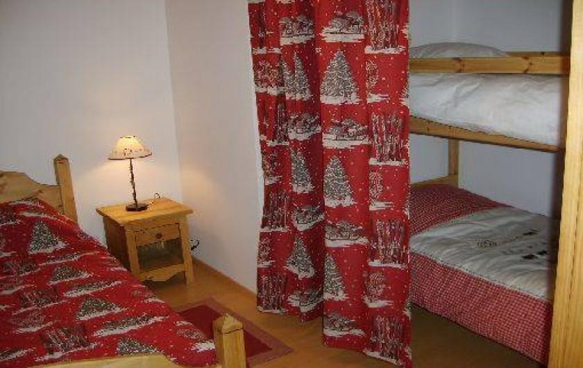 """Location de vacances - Appartement à Gérardmer - Chambre """"Edelweiss"""" lit double + lits superposés"""