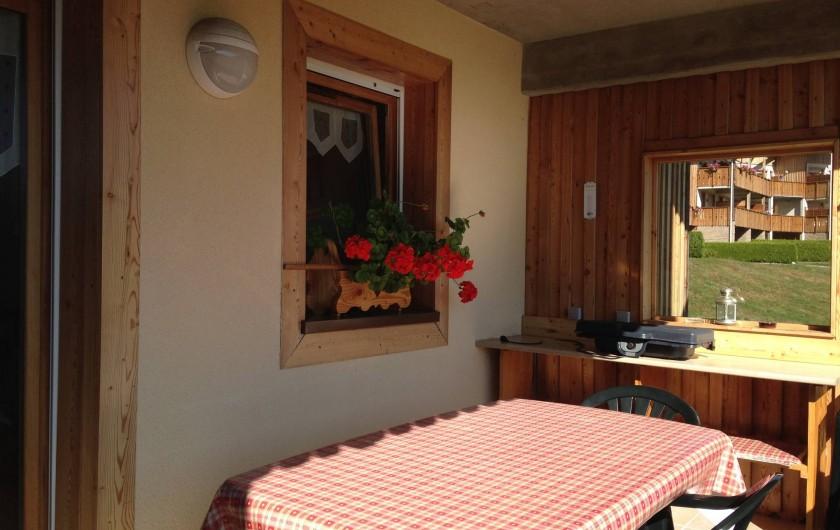 Location de vacances - Appartement à Gérardmer - Jolie terrasse vue lac, barbecue, plancha, friteuse