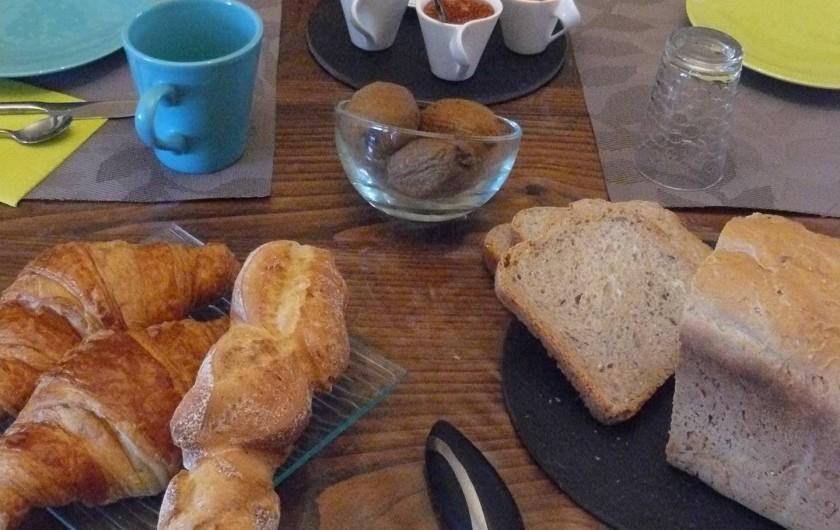 Location de vacances - Chambre d'hôtes à Villeneuve-lès-Béziers - Produits frais au petit déjeuner.