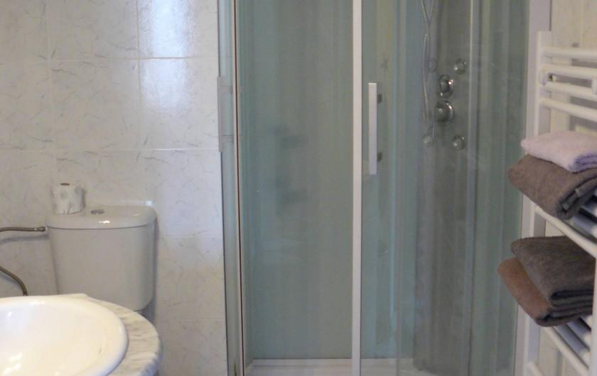 Location de vacances - Chambre d'hôtes à Villeneuve-lès-Béziers - Chambre du rez-de-chaussée : salle de douche